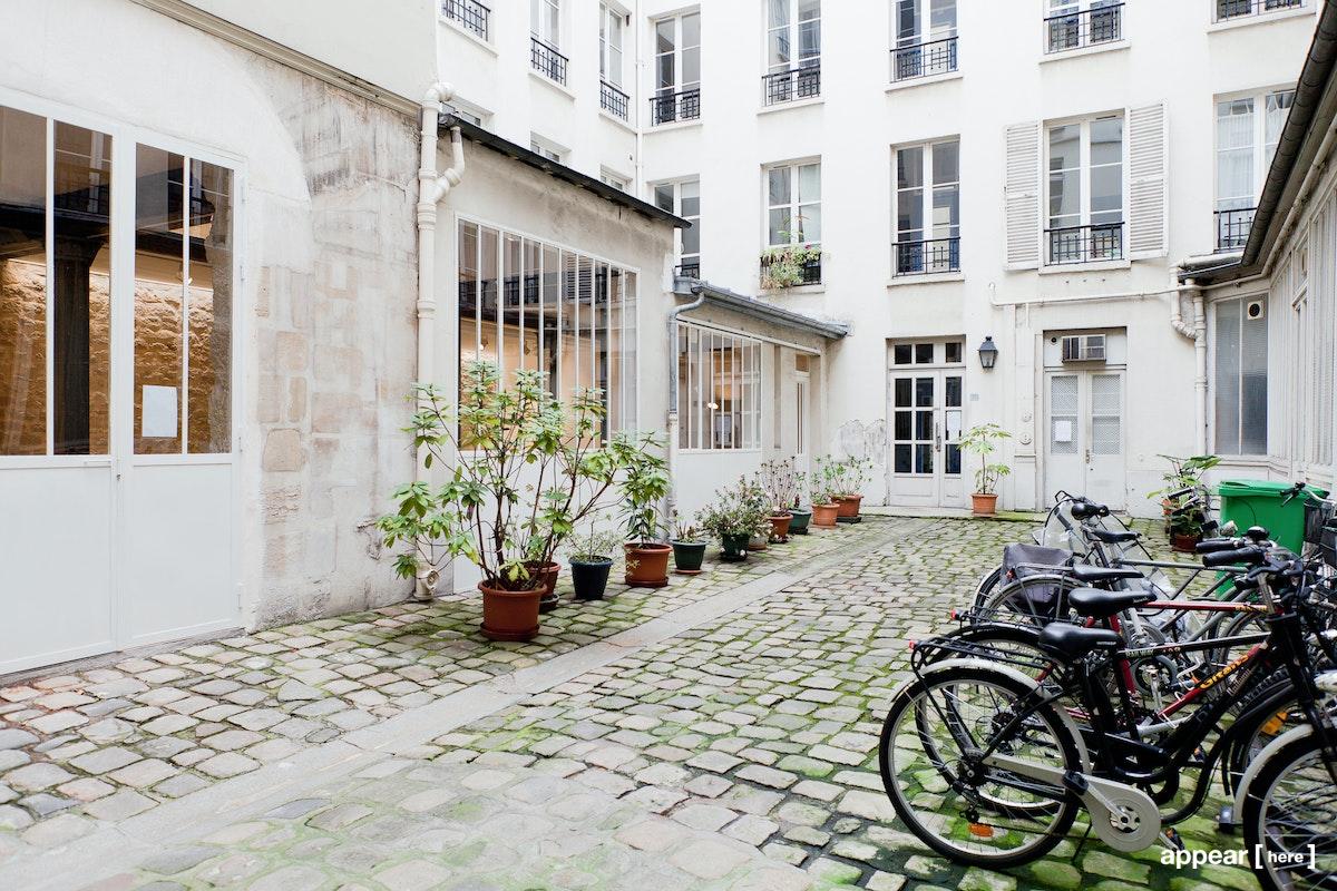 52 rue Charlot - courtyard