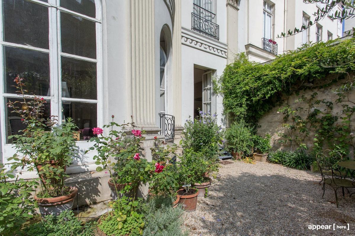 50 rue du Faubourg Poissonnière, Petites Ecuries, Paris, 10e