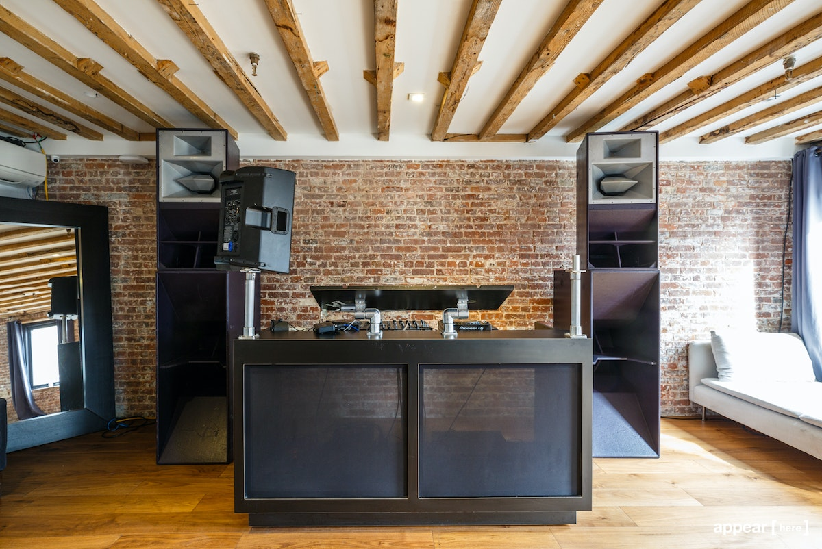 Chrystie Street, Lower East Side – Airy Third Floor Event Space