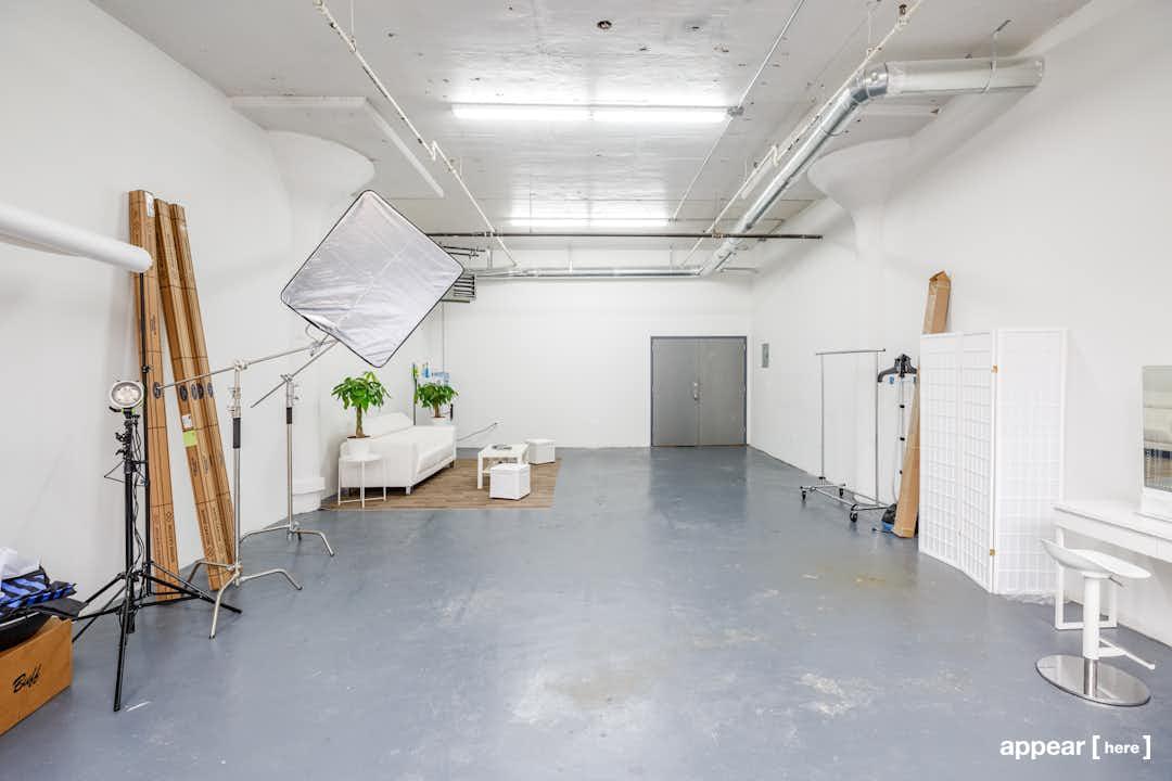 Flushing Avenue - Maspeth's Photo Studio