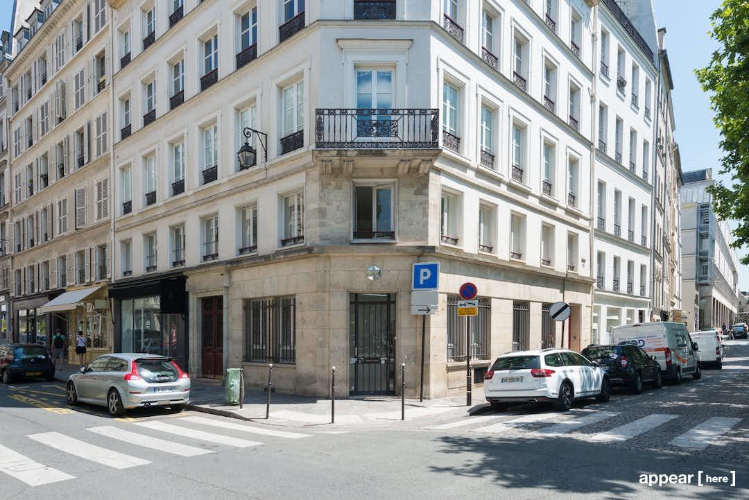 4, rue du Pont Louis Philippe , Paris